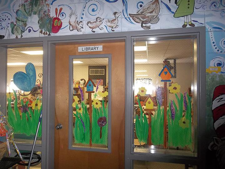 vẽ trang trí cửa sổ lớp học
