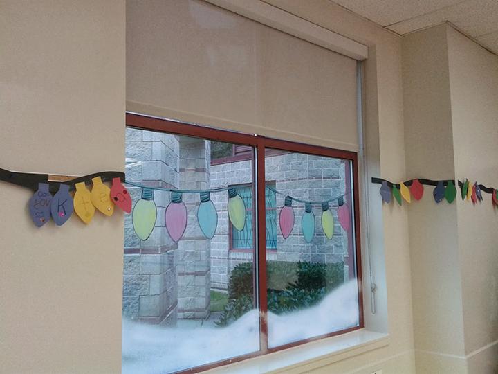 trang trí cửa sổ lớp học đẹp