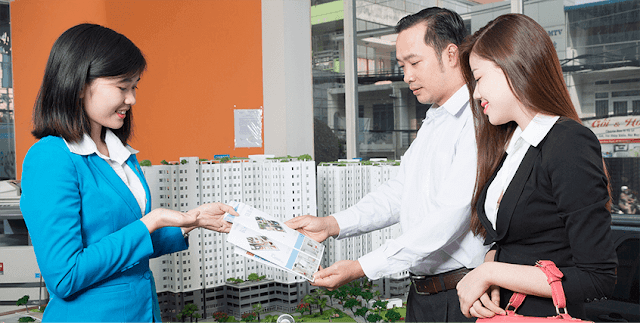 môi giới bất động sản tư vấn cho khách hàng