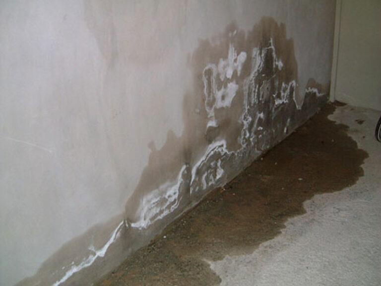 Lỗi xây nhà làm nền nhà bị thấm ố