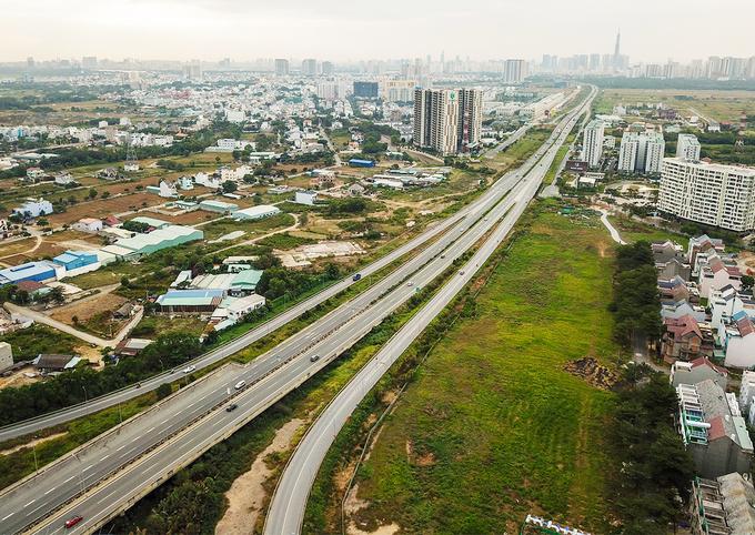 dự án cao tốc, hai bên có nhiều nhà ở