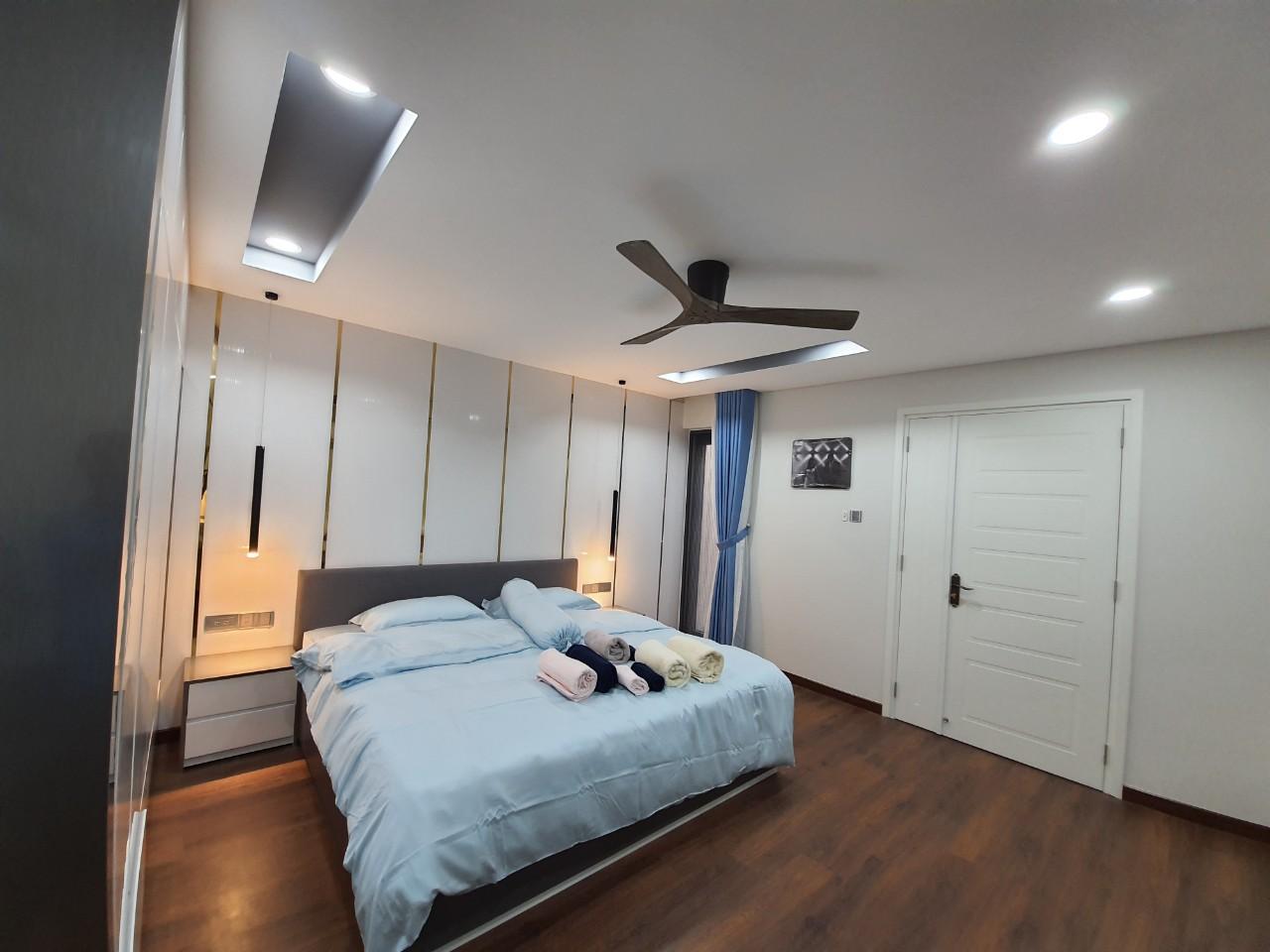 Phòng ngủ lát sàn gỗ sẽ có chi phí cao hơn sàn gạch