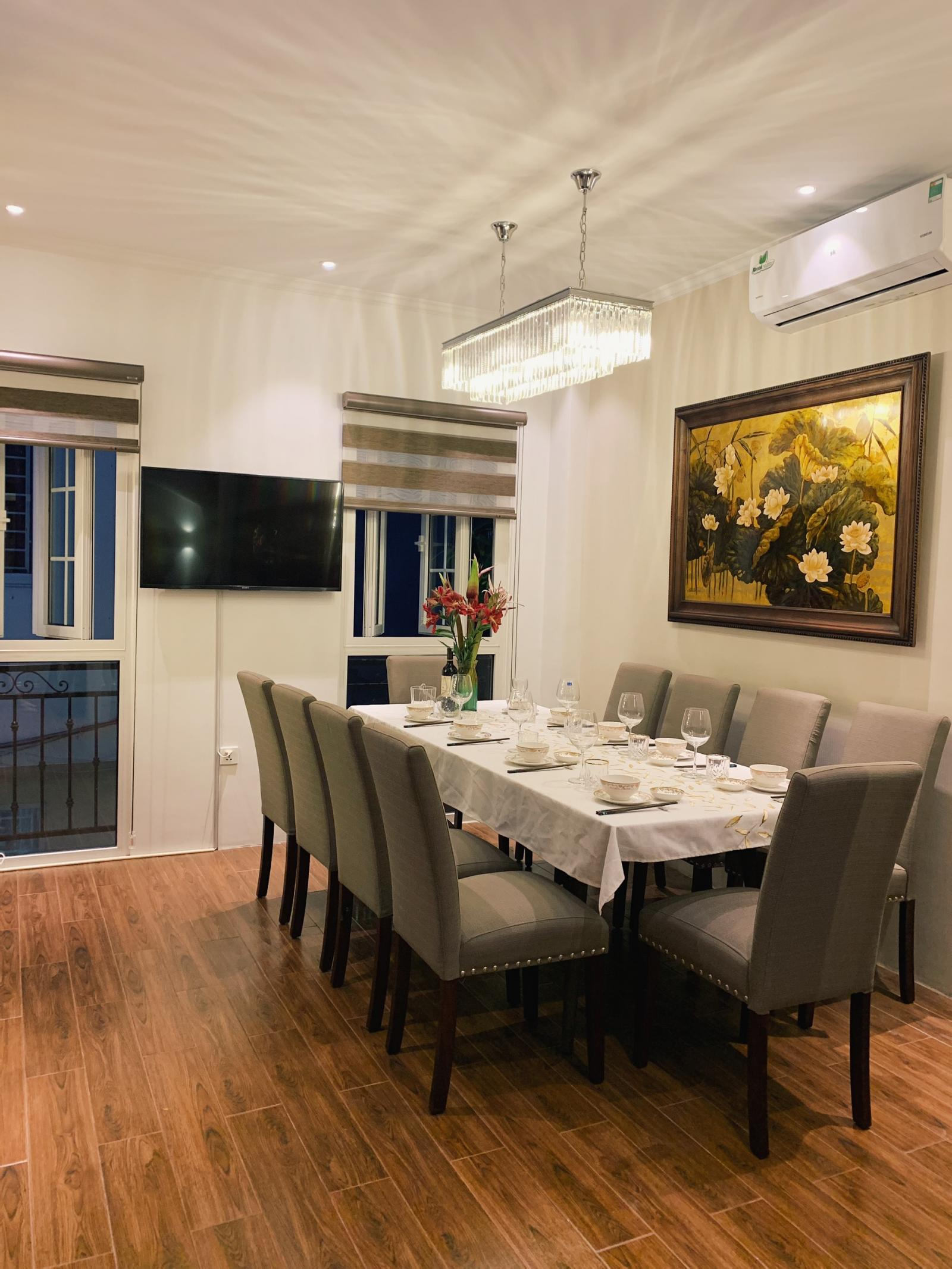 Phòng bếp và bàn ăn