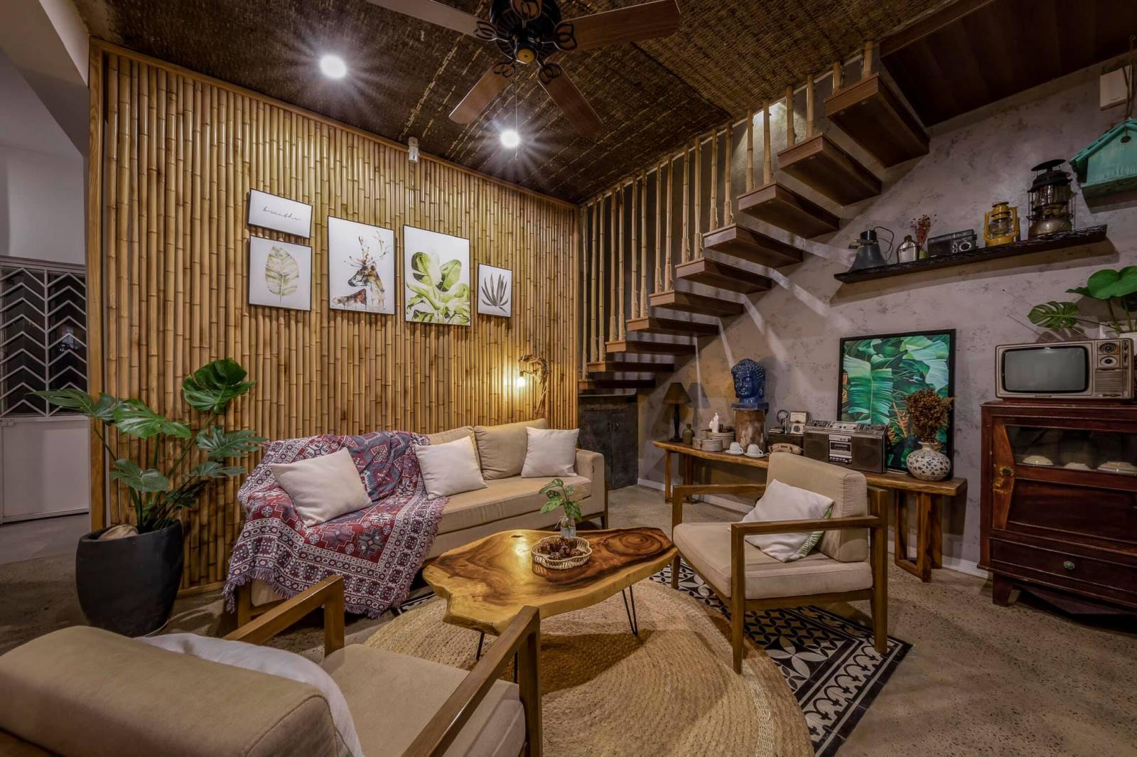 Phòng khách ấm cúng với nội thất sử dụng vật liệu tự nhiên