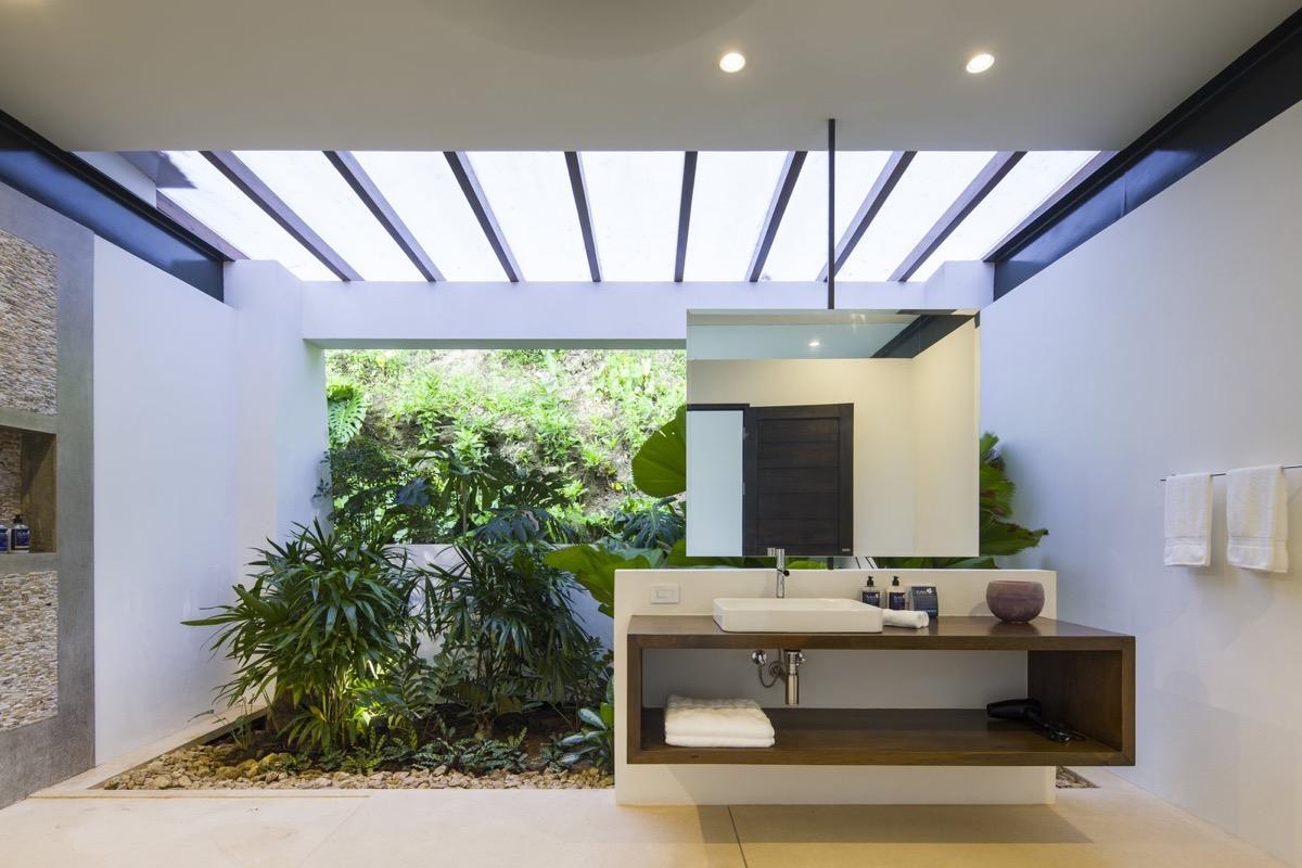 Trồng cây tạo góc xanh trong phòng tắm
