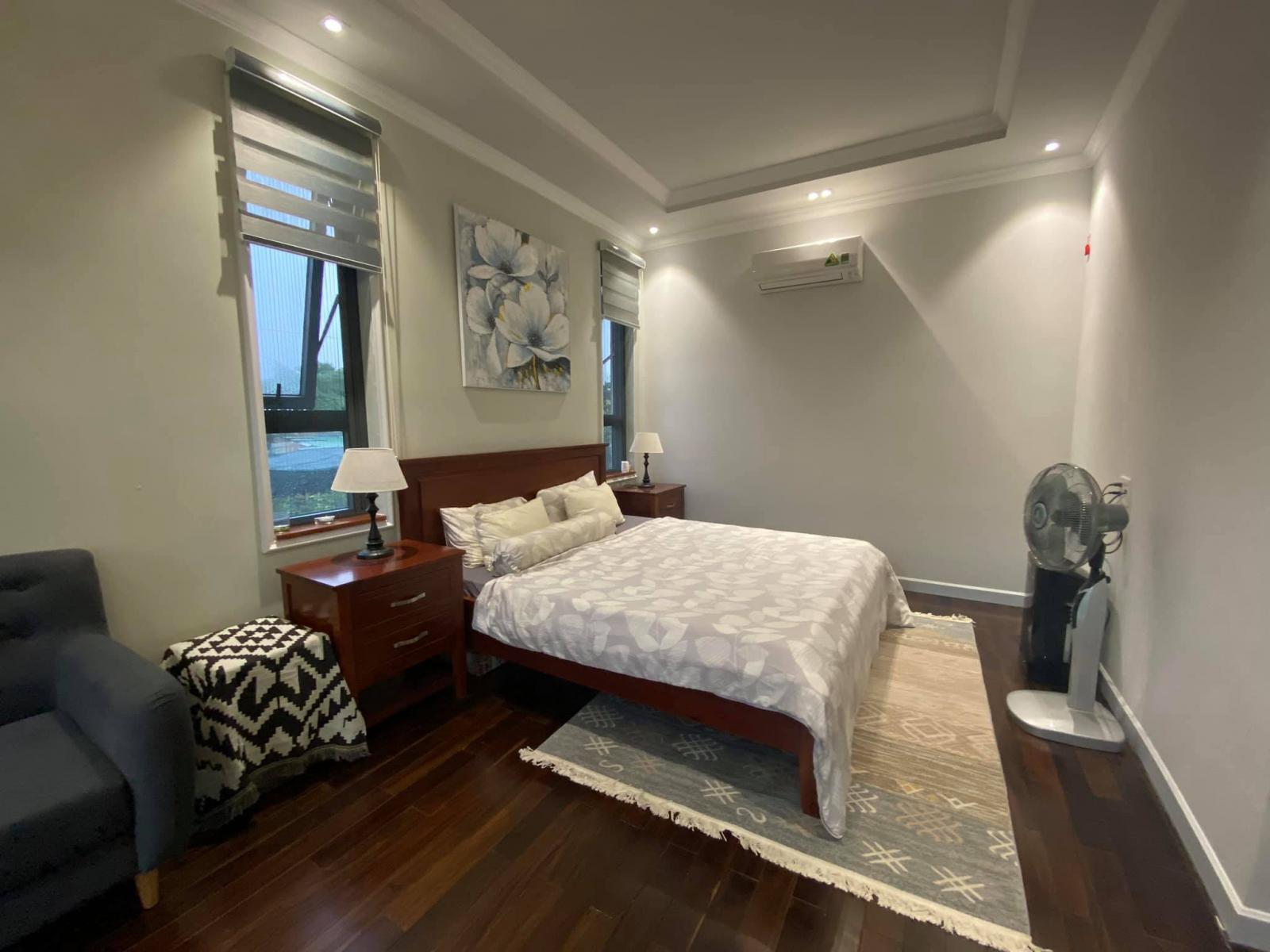 Các phòng ngủ có điểm chung là đều sử dụng tông lạnh, tạo cảm giác dễ ngủ