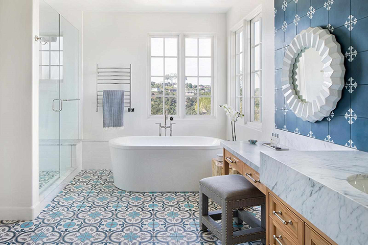 nhà tắm có tông màu xanh dương pastel