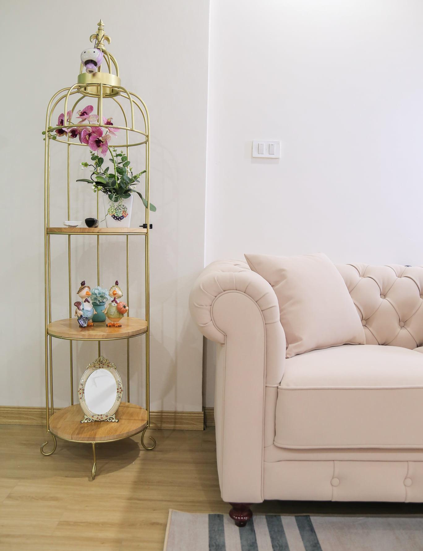 Những món đồ trang trí dễ thương, phù hợp với phong cách trang nhã, nữ tính của căn hộ.