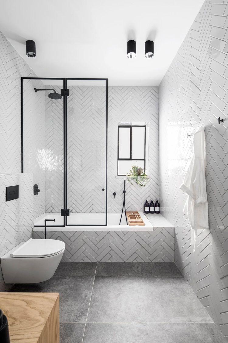 Gạch lát dùng trong nhà tắm cũng cần đảm bảo tiêu chí thoát nước tốt, nhanh khô ráo