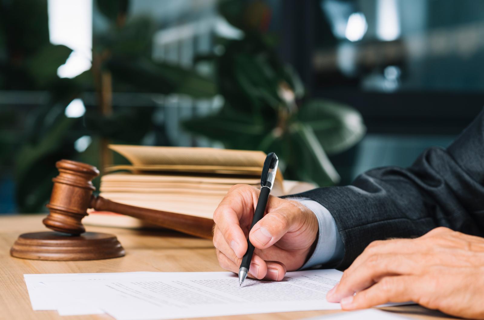 Các Thừa phát lại chuyên hỗ trợ lập vi bằng và một số thủ tục pháp lý khác