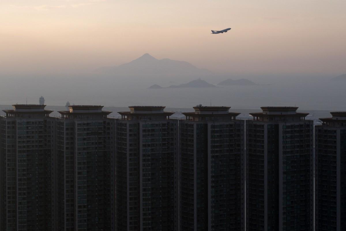Bất động sản gần sân bay Hồng Kông rớt giá