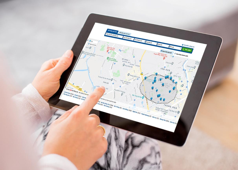 vẽ tay trên bản đồ để tìm nhà
