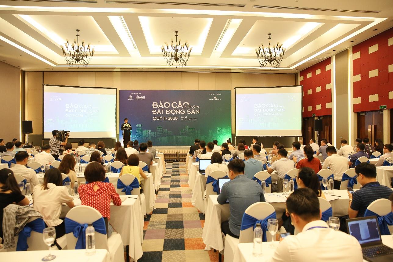 Nhiều người tham gia buổi công bố báo cáo thị trường bất động sản của Batdongsan.com.vn