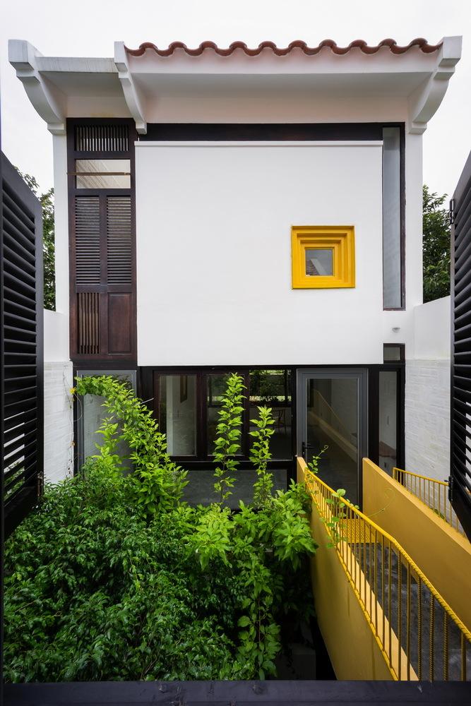 Ngôi nhà hòa trộn phong cách kiến trúc Bắc Bộ và miền Tây Nam Bộ