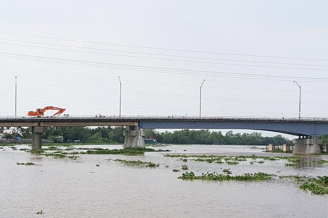 cây cầu bắc qua sông Vàm Cỏ Tây