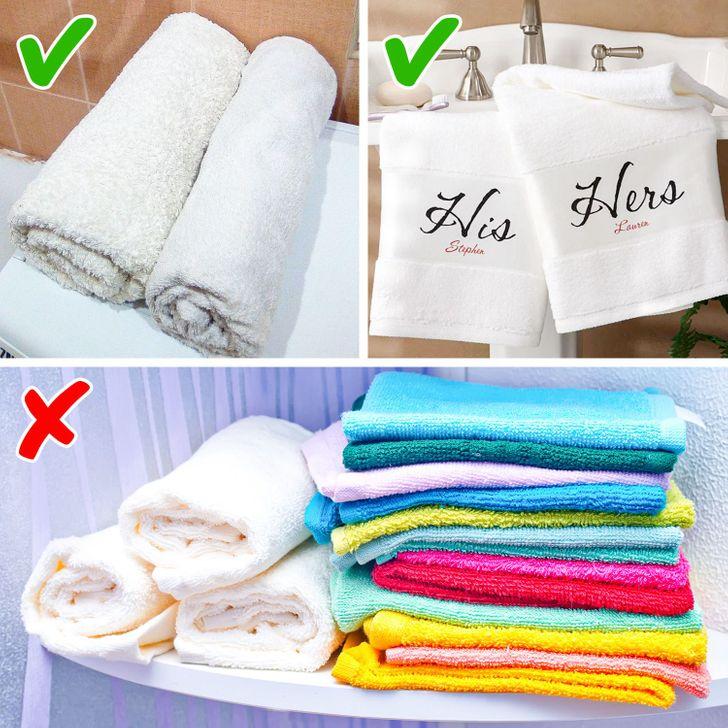 Dùng khăn màu trắng tạo cảm giác sạch sẽ, sang trọng cho phòng tắm