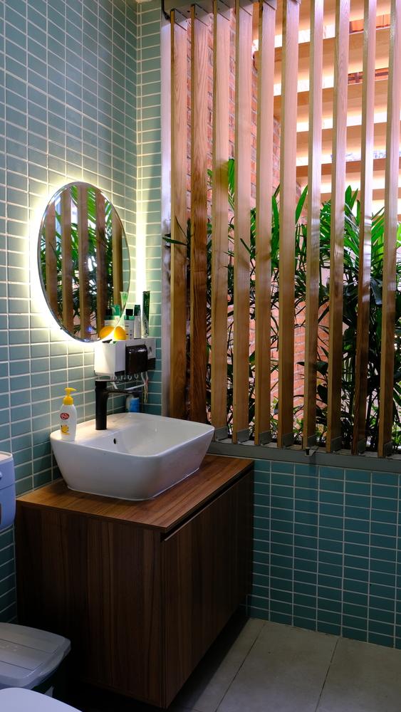 Phòng tắm thông thoáng, đầy đủ ánh sáng tự nhiên