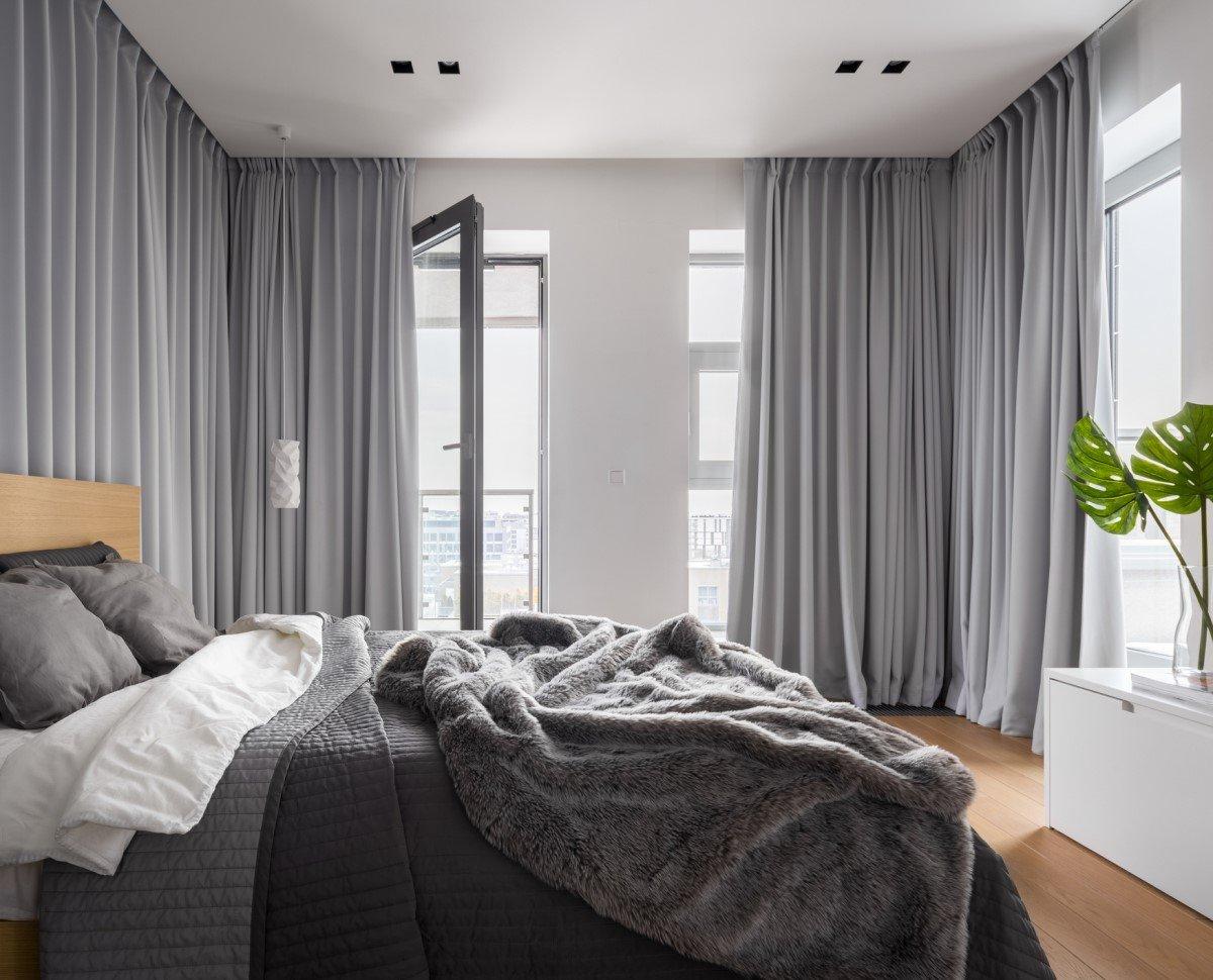 Sử dụng rèm cửa dày để giữ nhiệt trong mùa đông