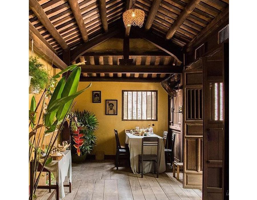 Màu vàng đặc trưng của không gian nội thất phong cách Đông Dương
