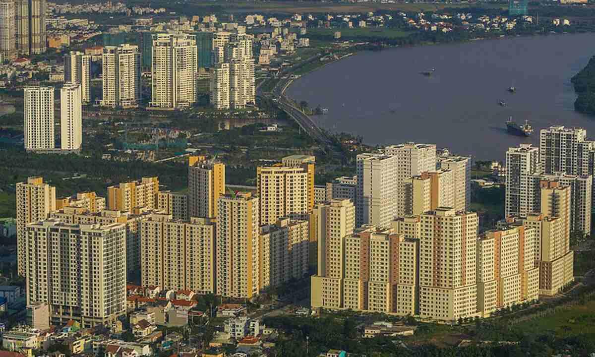 nhiều toàn nhà chung cư cao tầng nằm ven sông