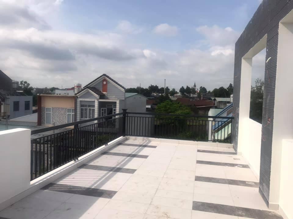 Gạch sân thượng 300 x 600mm.