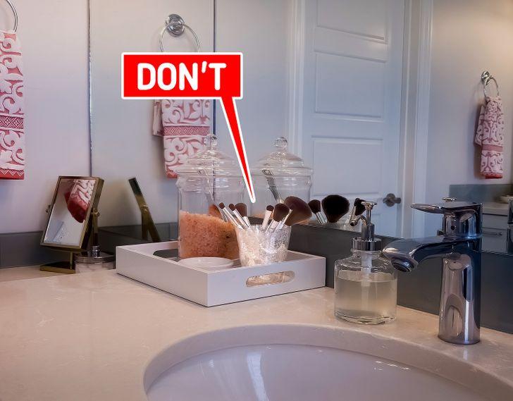 Những đồ vật không nên để trong phòng tắm