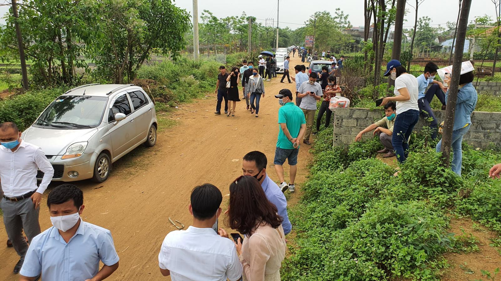 nhiều nhà đầu tư tìm mua đất nền ngoại thành Hà Nội