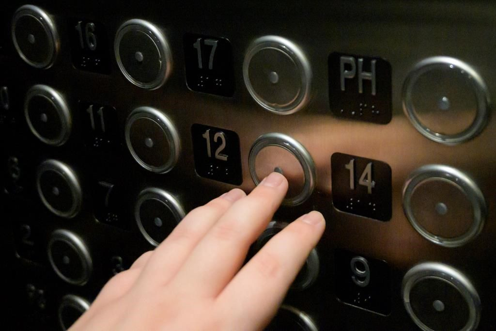 nút bấm thang máy không có tầng 13