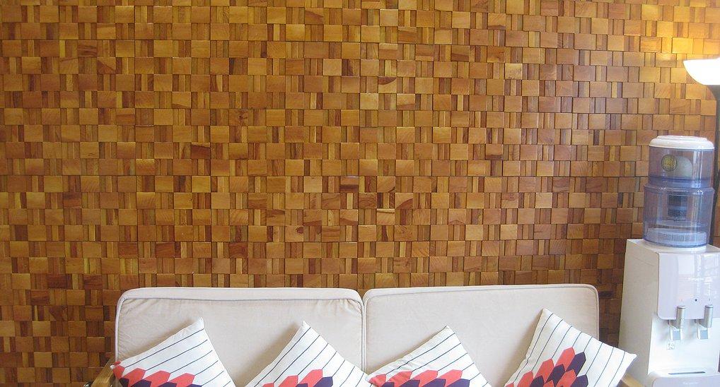 Phòng khách ốp gạch Mosaic gỗ