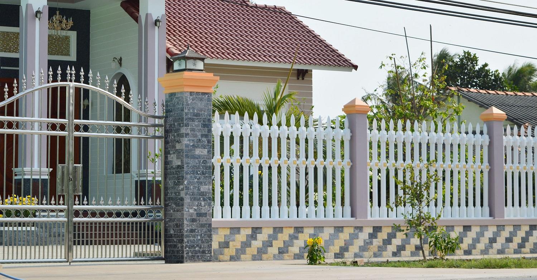 Chuyên gia phong thủy khuyên không nên xây tường rào quá cao hoặc quá thấp