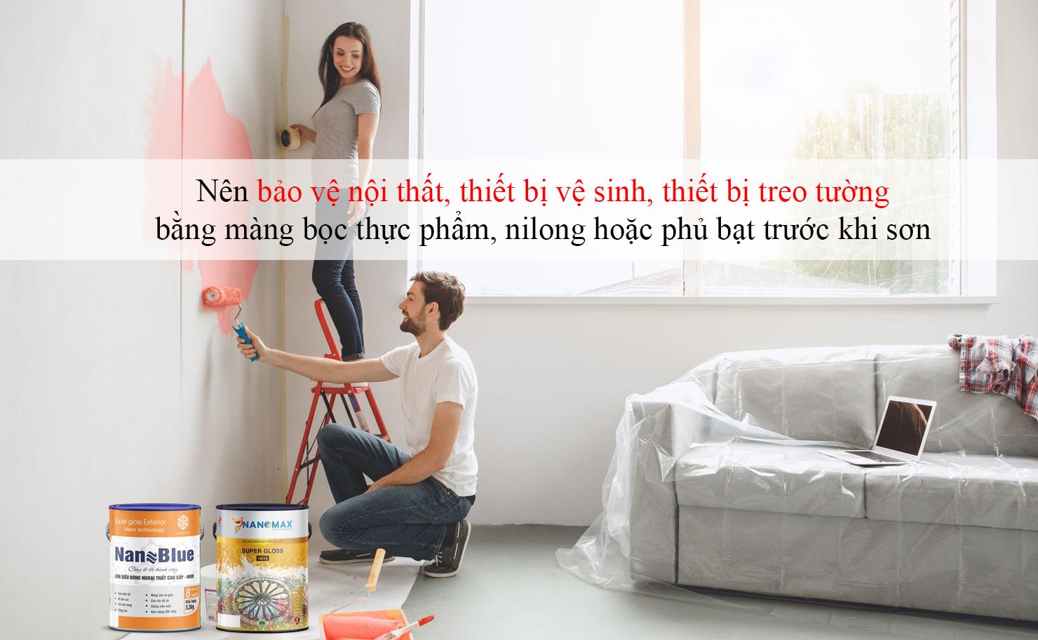 hình ảnh hai vợ chồng đang sơn lại nhà