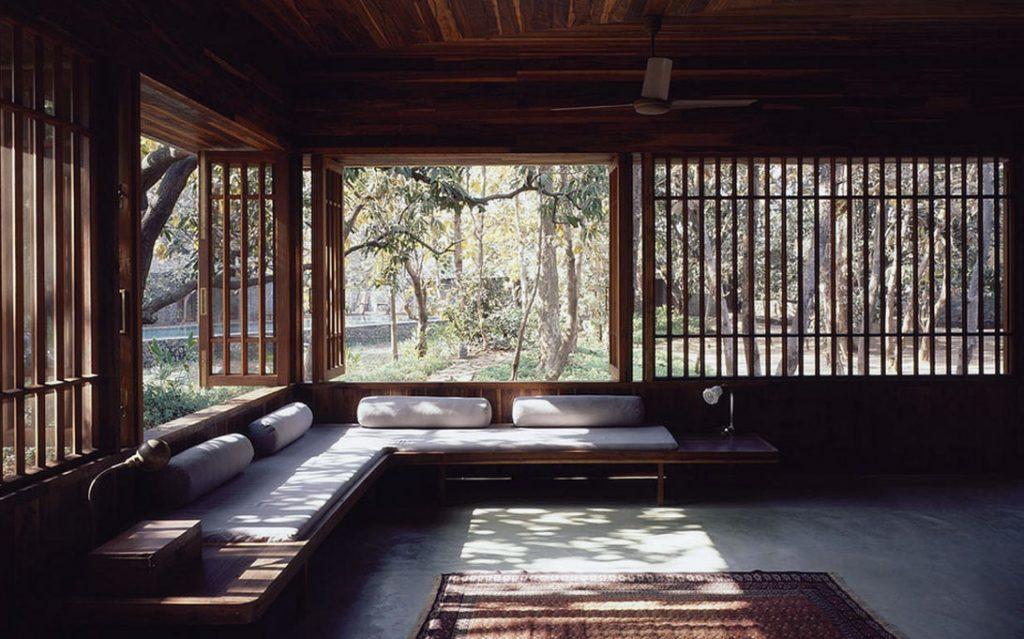 Ánh sáng tự nhiên tràn ngập không gian thiền định của phong cách Zen