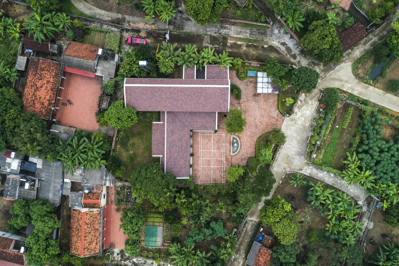 Toàn cảnh khu nhà gỗ xoan nhìn từ trên cao