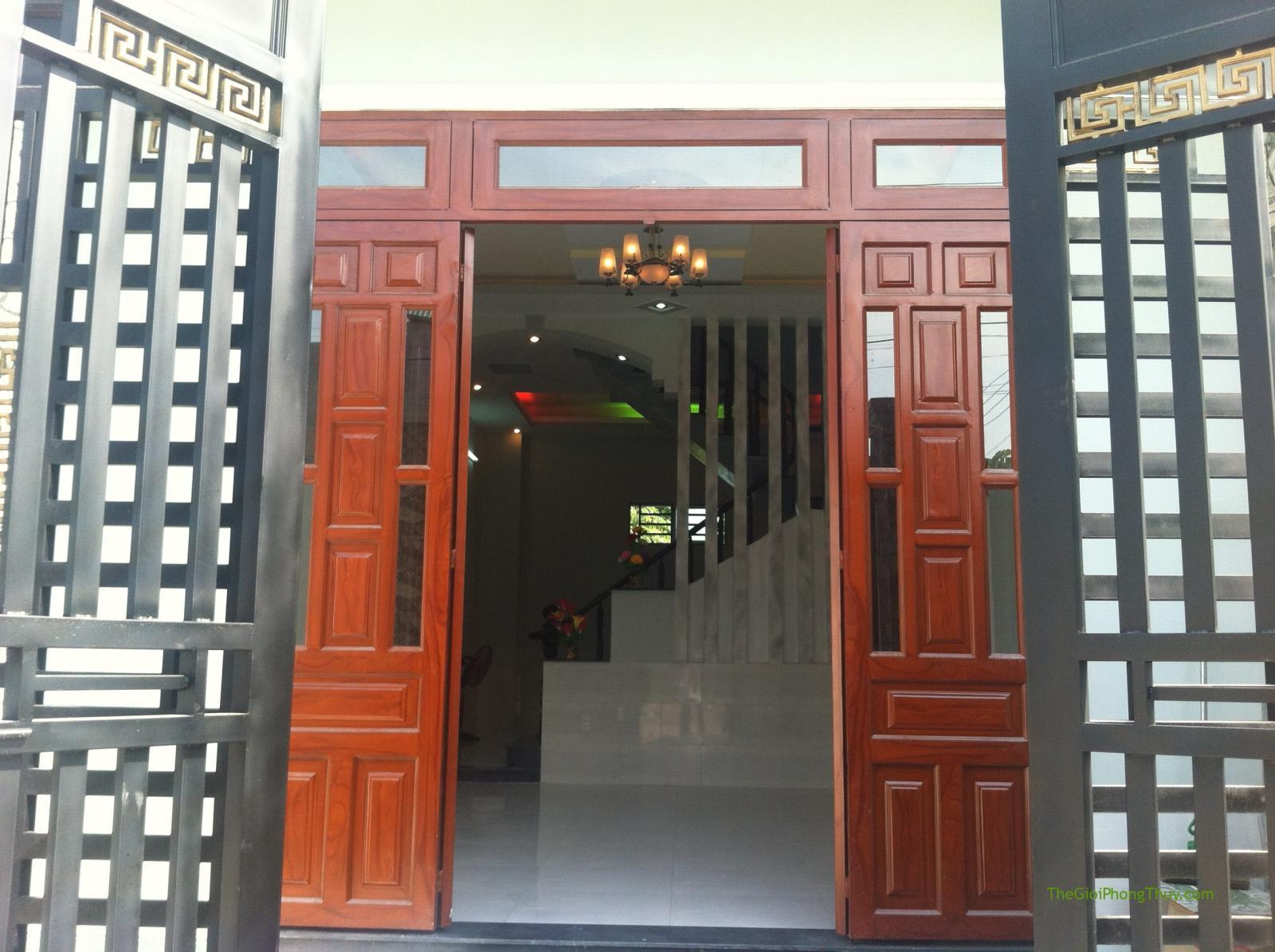 cửa đối nhau