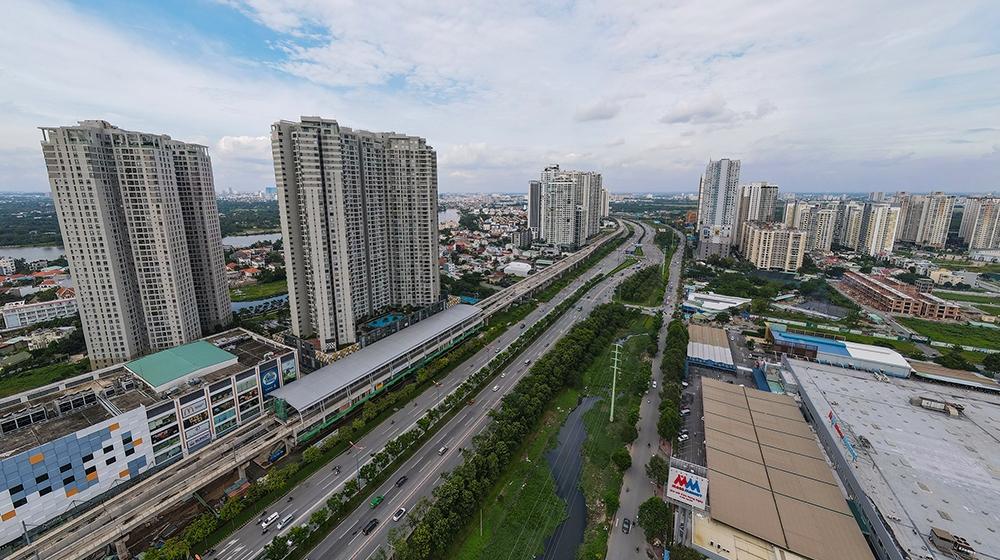 nhiều tòa chung cư cao tầng năm ven trục đường lớn