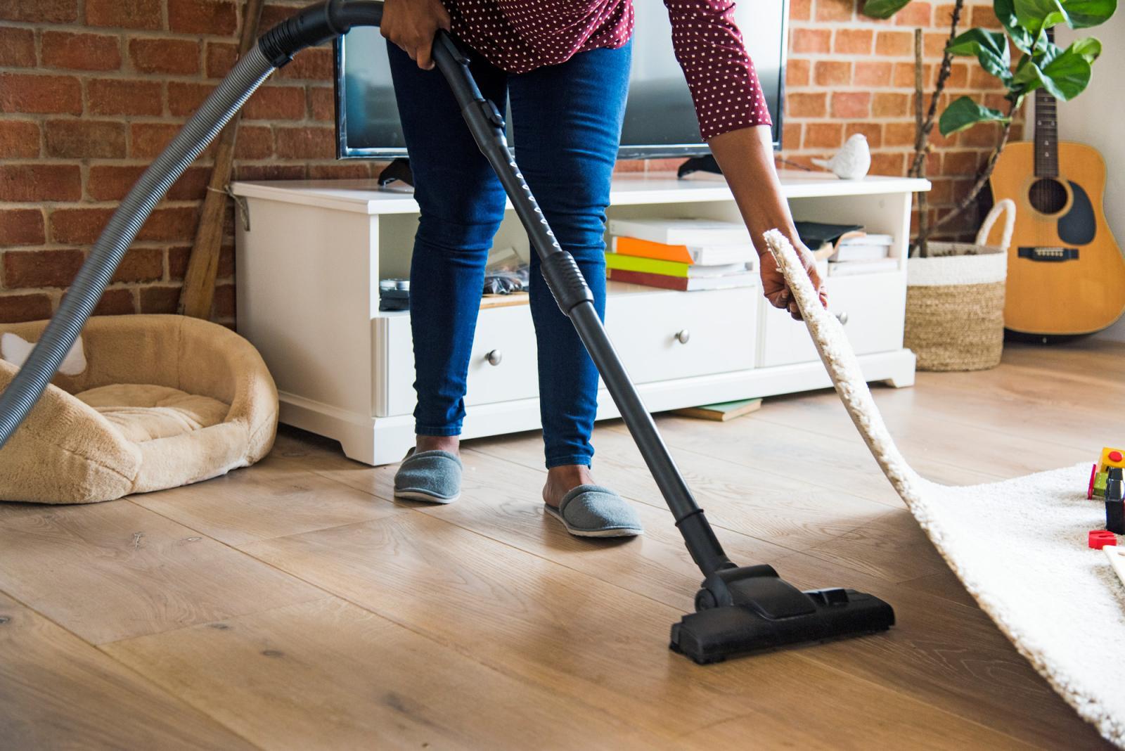 cách vệ sinh sàn nhà bằng gỗ
