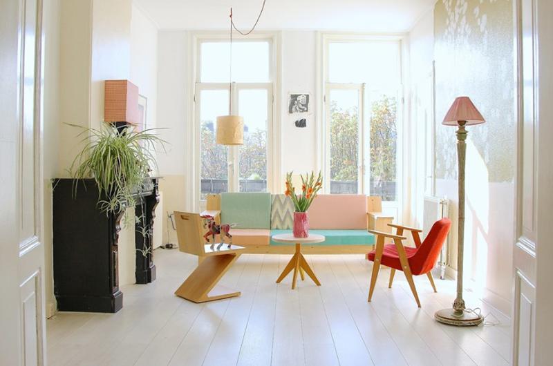 Thiết kế phòng khách cân bằng giữa màu pastel và những khoảng trắng.