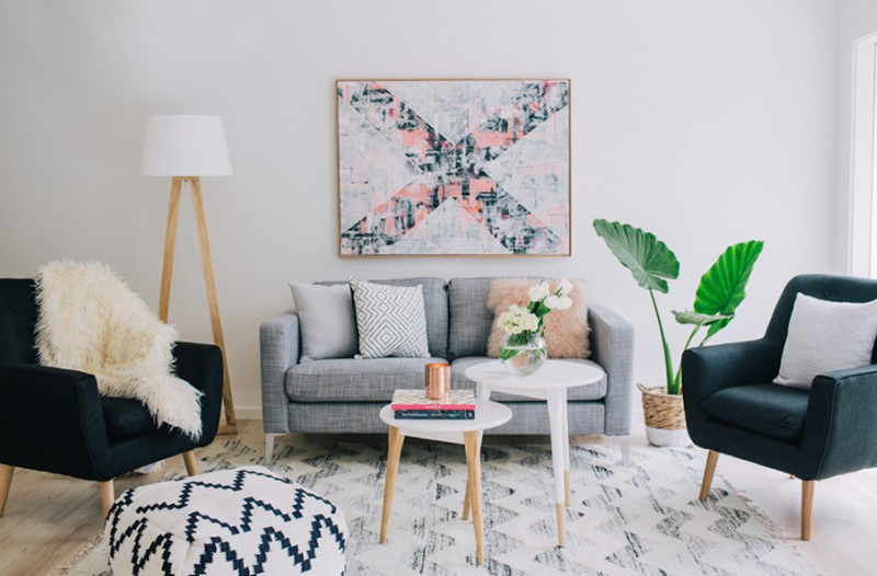 Thiết kế phòng khách phong cách Scandinavia sử dụng màu hồng pastel kết hợp tông màu trung tính