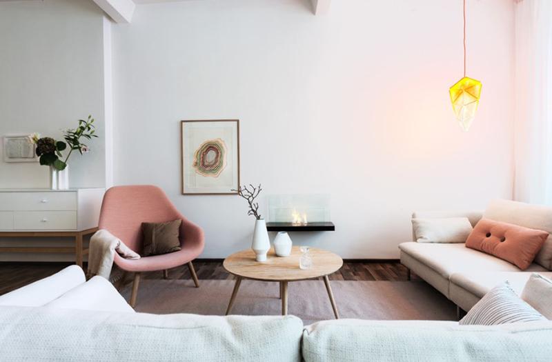 Không gian phòng khách phong cách Scandinavia như bừng sáng nhờ gam hồng pastel ngọt ngào, thanh nhã.