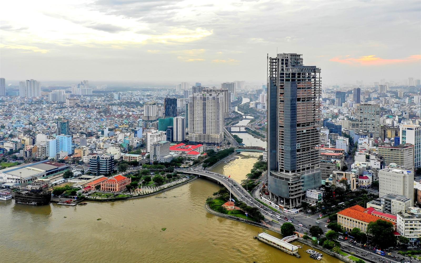 Một góc thành phố nhiều tòa nhà cao tầng.