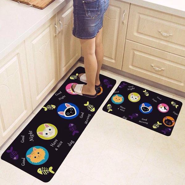 Trải thảm bên dưới khu vực nấu nướng hoặc bồn rửa