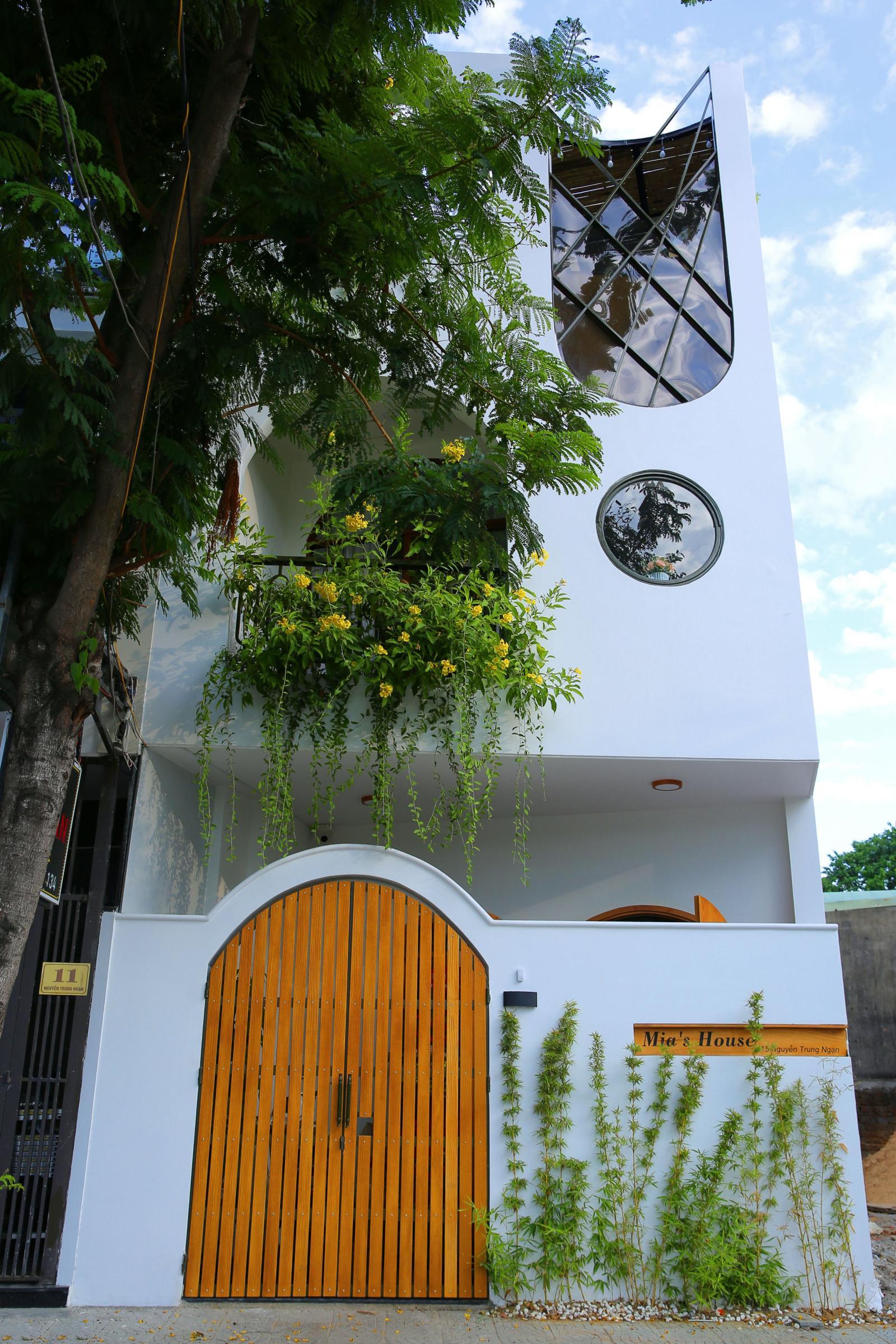 Nhà 2,5 tầng đẹp