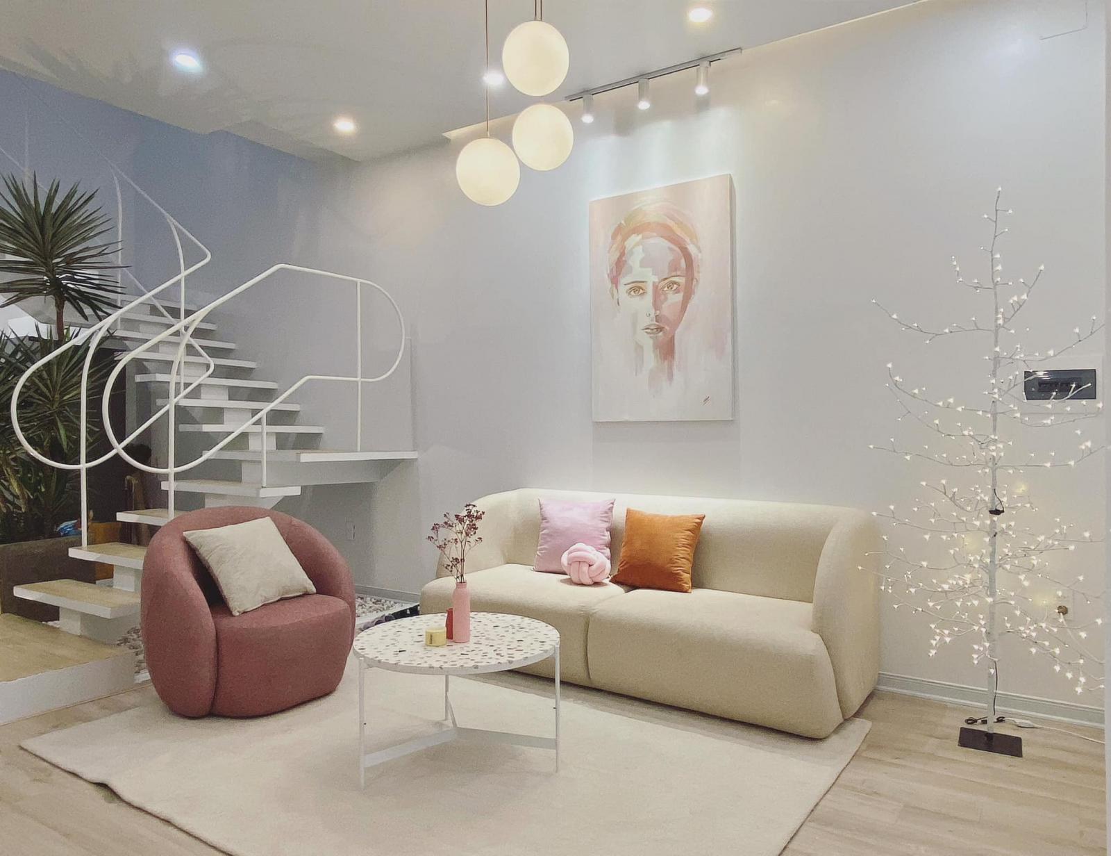 Phòng khách hiện đại với những gam màu nữ tính