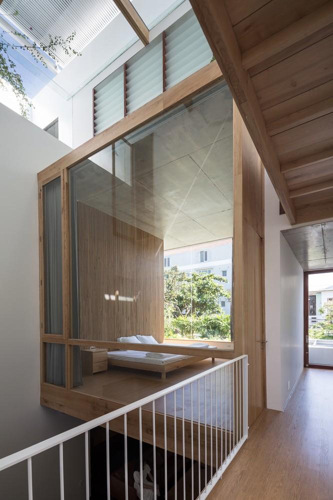 Các phòng ngủ cũng được thiết kế theo phong cách tối giản, hạn chế đồ dùng, để lại nhiều khoảng trống.
