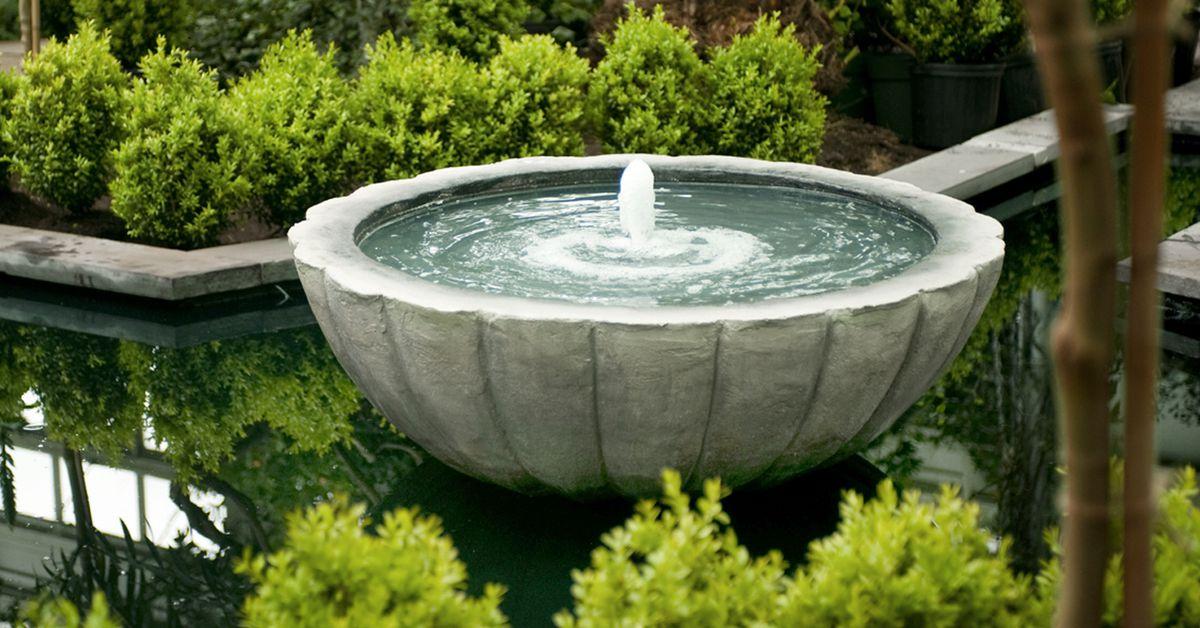 Xu hướng thiết kế sân vườn 2021: Đài phun nước mini