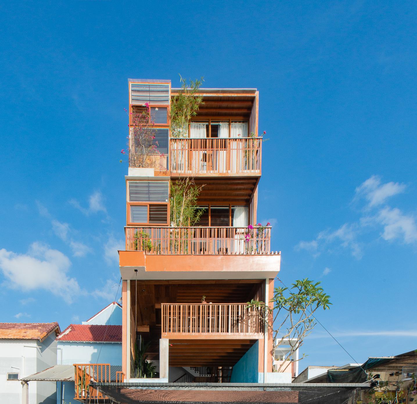 Ngôi nhà cao 3,5 tầng tại Khánh Hòa