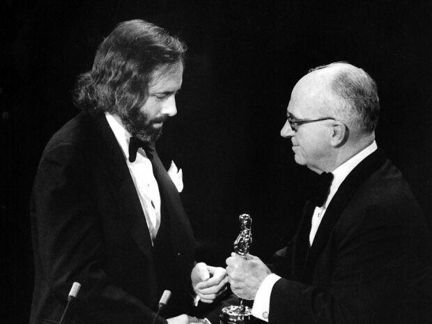 Đạo diễn Robert Towne nhận tượng Oscar
