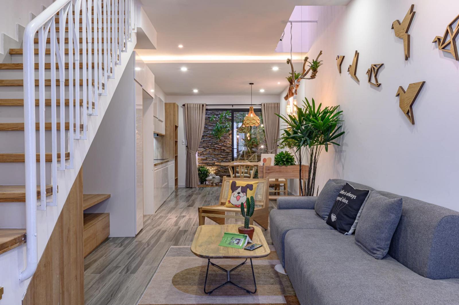 Một mẫu cầu thang nhà ống phù hợp với không gian nội thất hiện đại