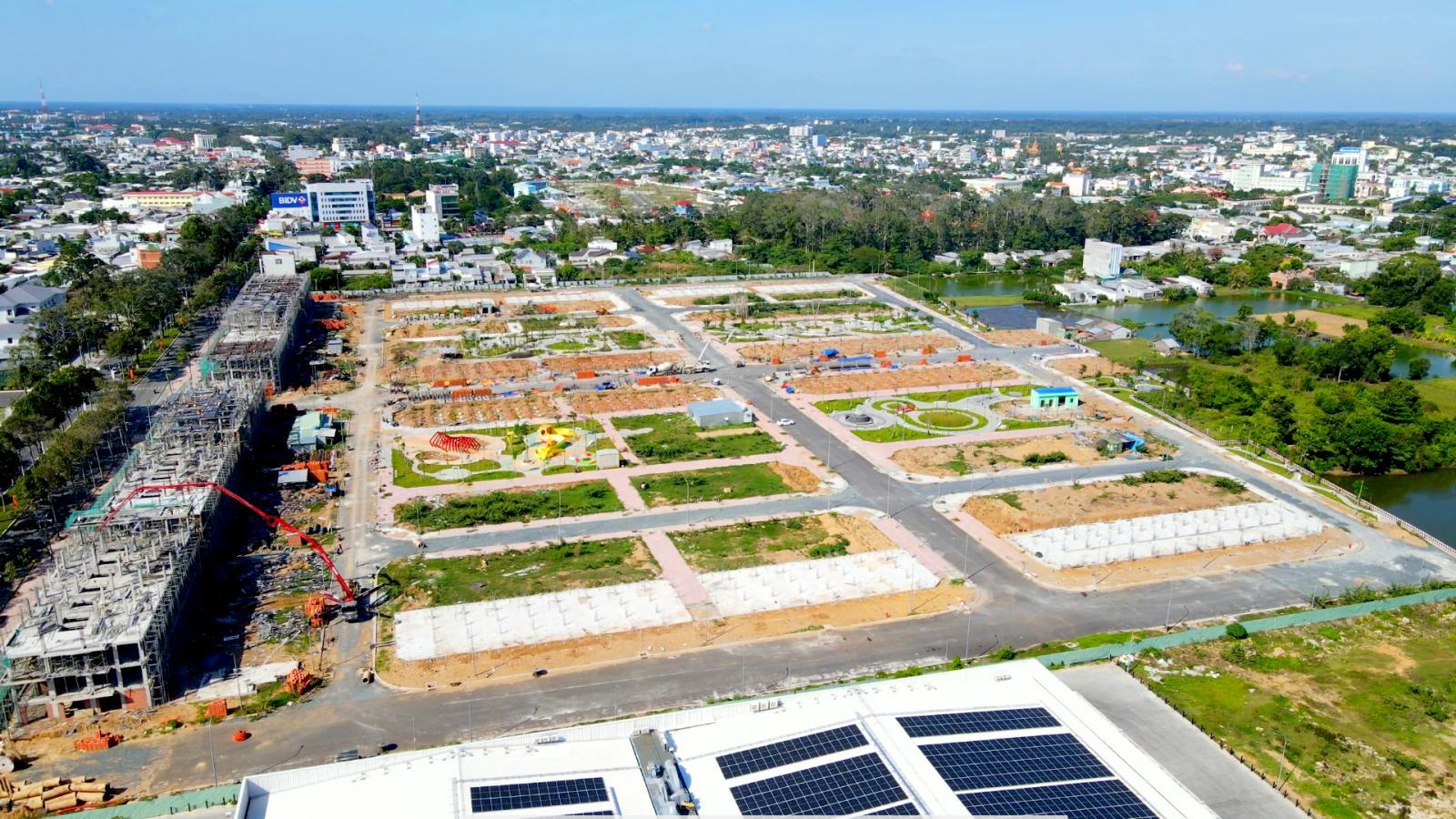 khu đất trống nằm trong thành phố
