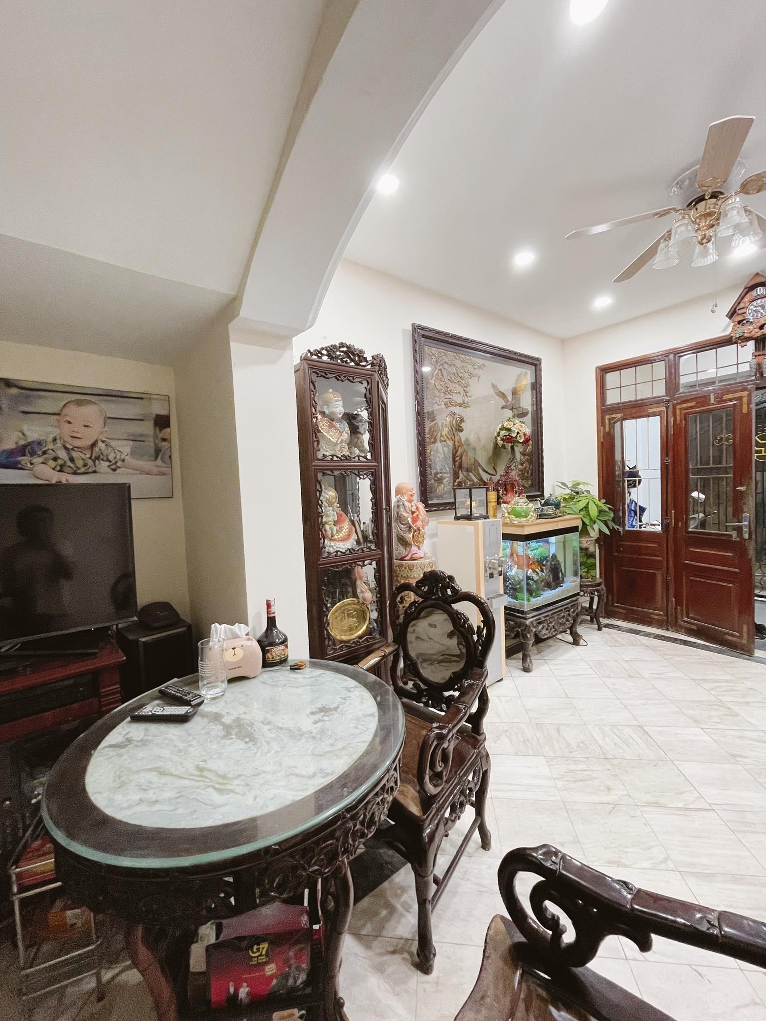 bàn và đồ nội thất phòng khách
